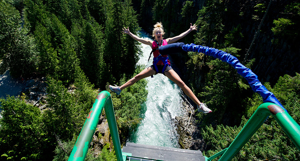 2-TW-bungee-jumping